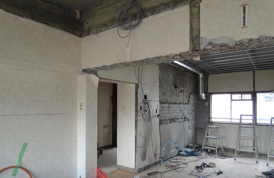 解体工事中の様子